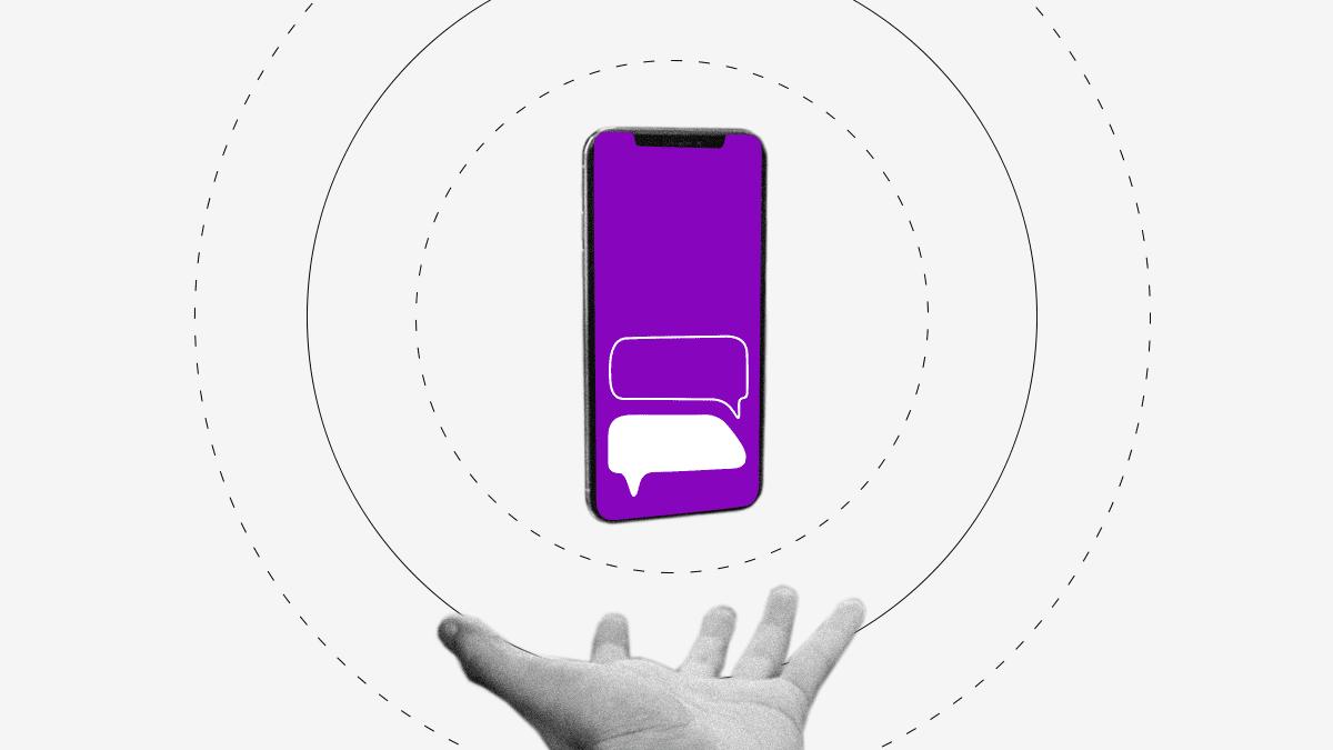 Nu está contigo 24/7 teléfono celular flota sobre una mano